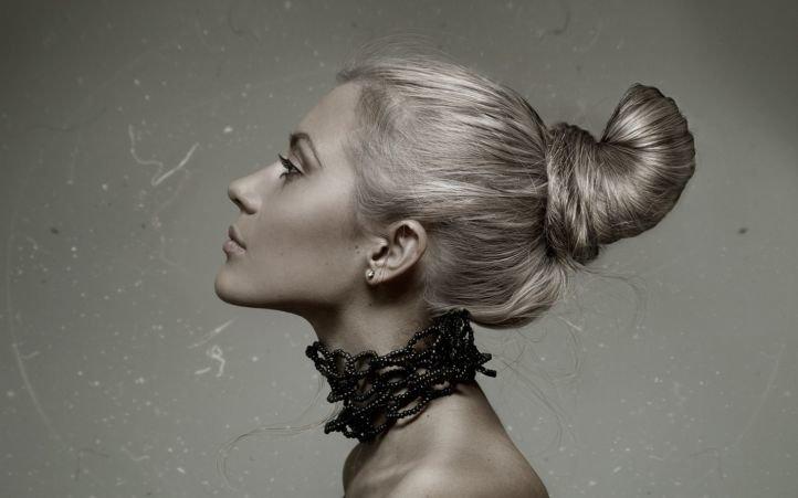 Объемный пучок - прически на длинные волосы